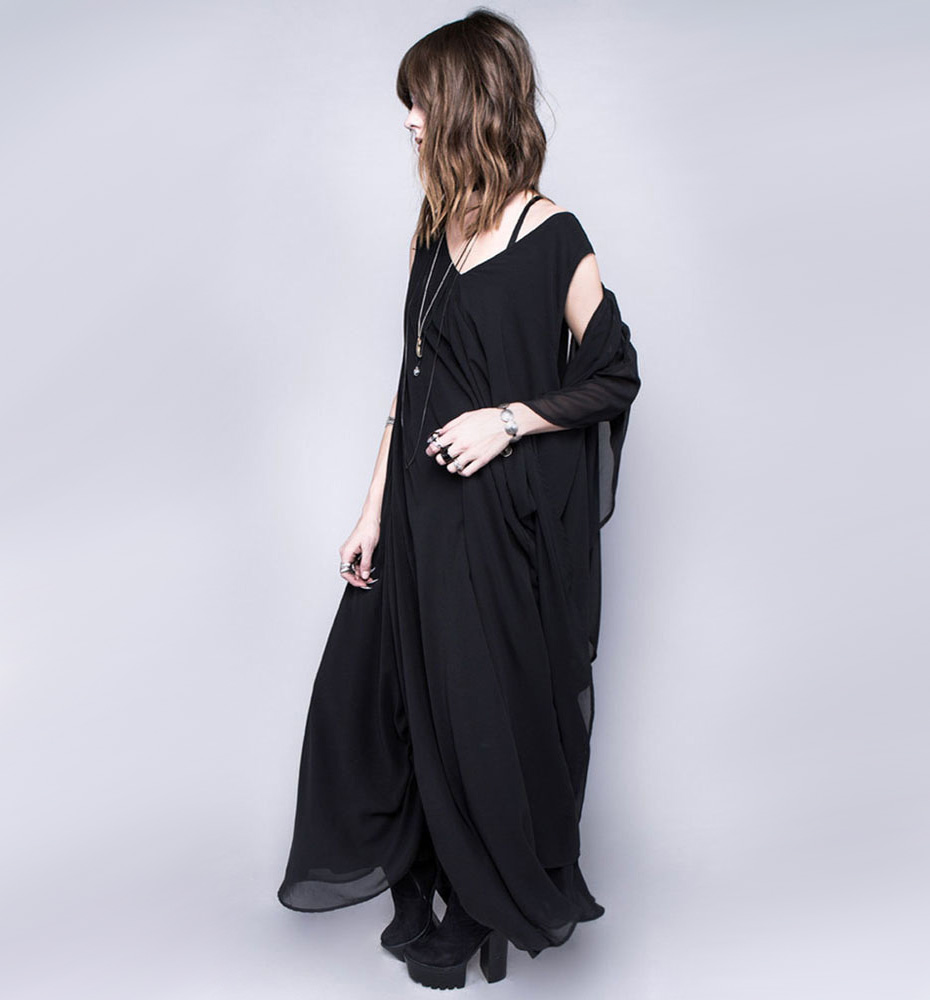 Widow Shroud of Truth Maxi Dress : Delicious Boutique